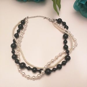 🎉3/$15🎉 Black and White Glass Pearls Necklace
